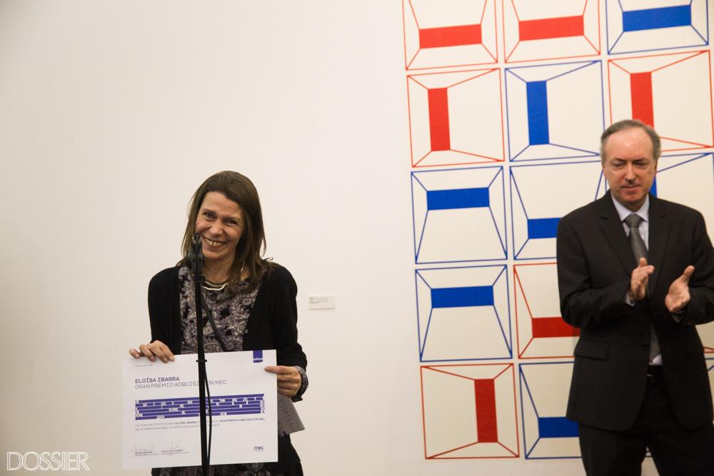 La artista ganadora del Gran Premio Adquisición Mec Eloísa Ibarra junto a la Ministra de Educación y Cultura María Julia Muñoz