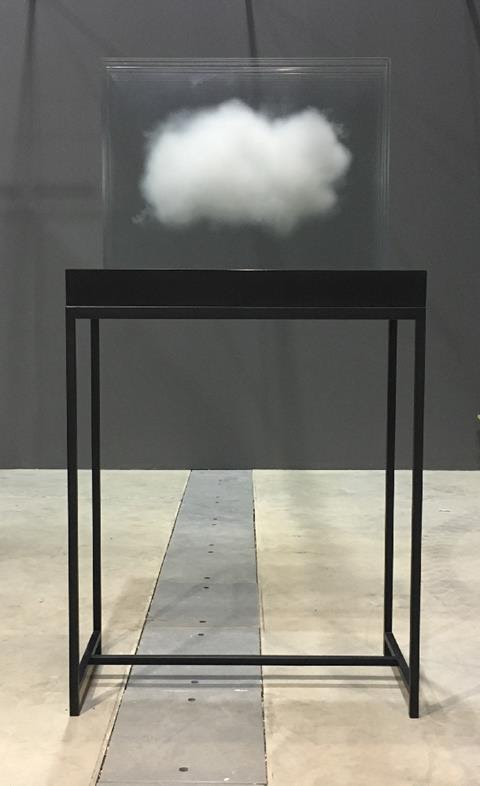Leandro Erich, Nubes, 2013
