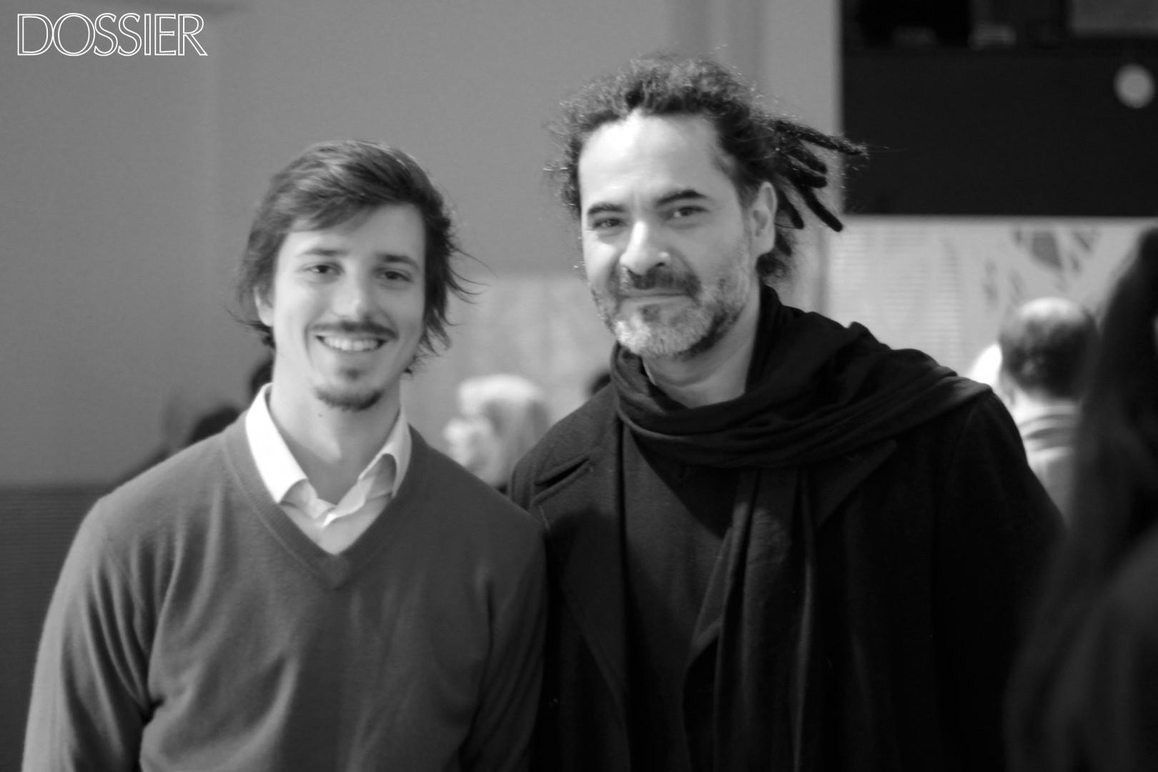 Rodrigo Llambías junto al director escénico de El Cónsul Sergio Luján