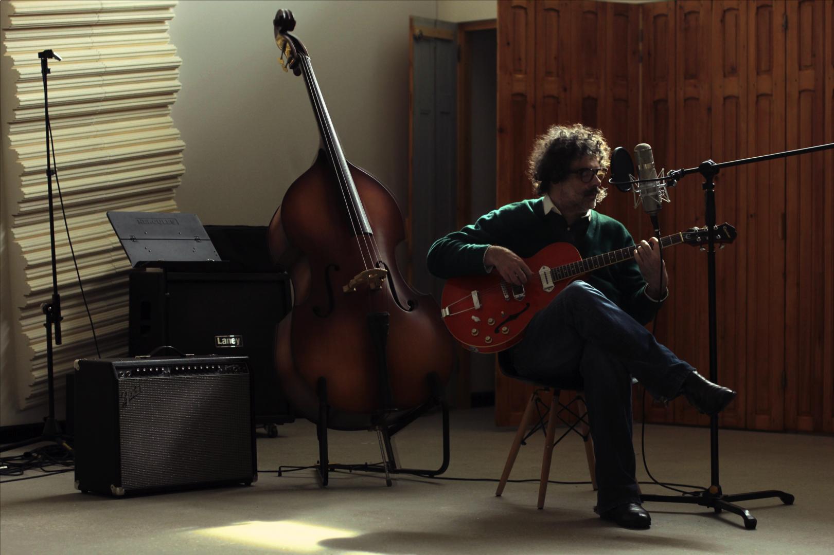 Santiago Tavella en su estudio de grabación.Foto por Celeste Carnevale