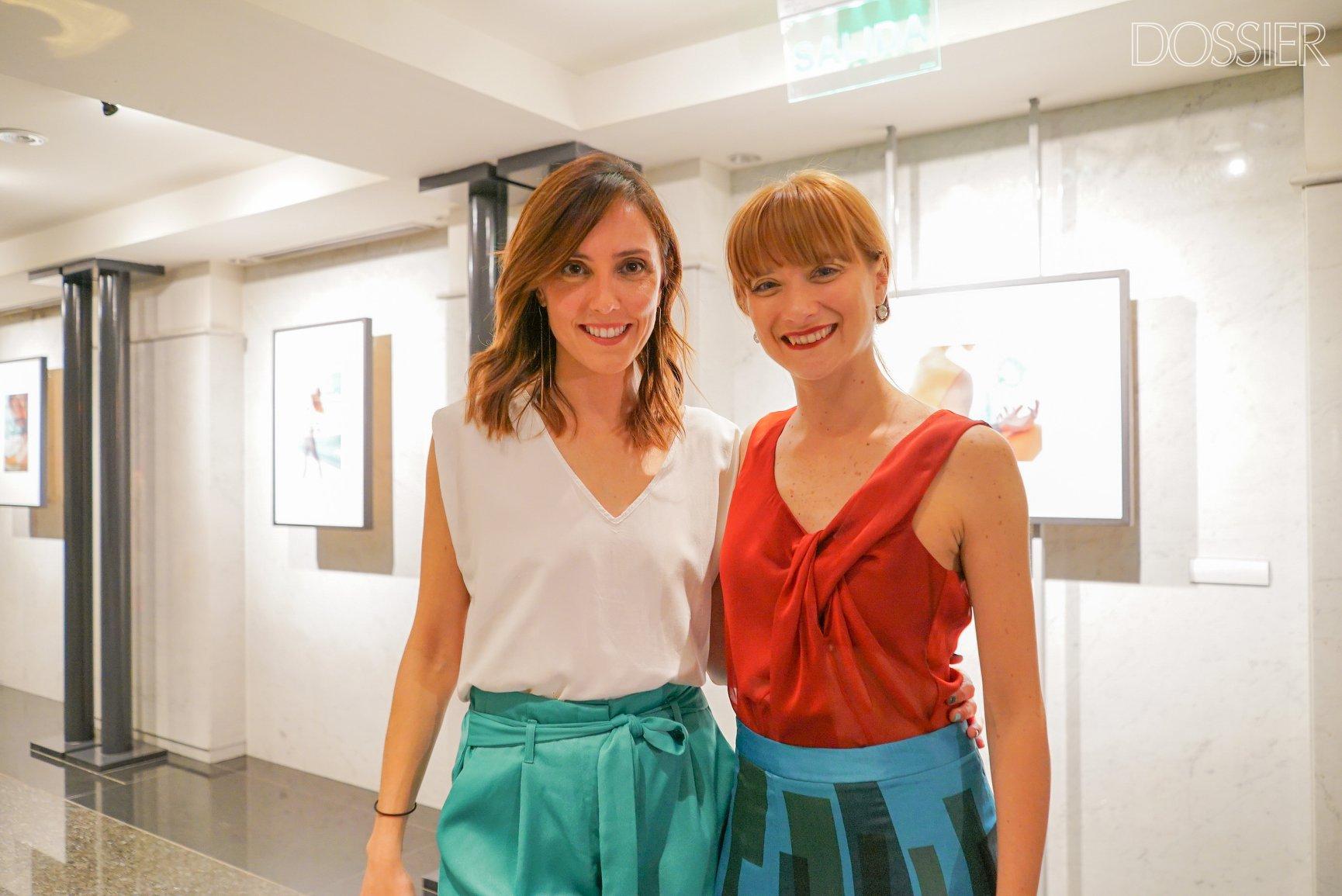 La fotógrafa Laura Abad junto a la bailarina Giovanna Martinatto / foto de la inauguración por Celeste Carnevale