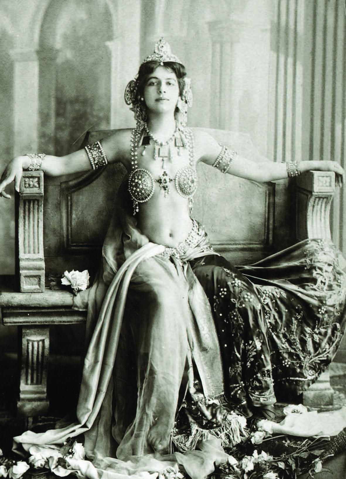Diseño de vestuario para Mata Hari.