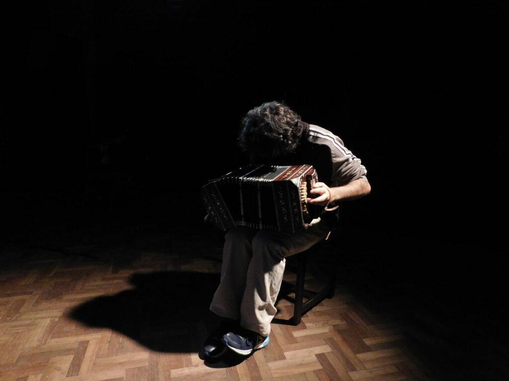Viejo ciego, último trabajo de Marcelo Rilla (disponible en Bandcamp).